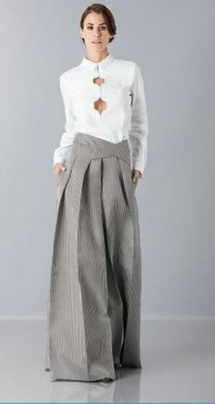Big-ass pants. ~ETS #avantgarde Ropa Shabby Chic, Fashion Pants, Fashion Dresses, Business Outfit Frau, Moda Chic, Fashion Details, Fashion Design, Mode Inspiration, Mode Style