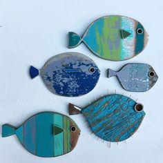 Happy school of 🐟🐠🐟. Designs ©MadeByCBK Happy school of 🐟🐠🐟. Fish Crafts, Beach Crafts, Fish Wall Decor, Wood Fish, Driftwood Crafts, Fish Design, Design Design, Fish Art, Beach House Decor