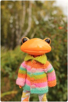 cardigan for Wonder Frog Frog Crafts, Clay Crafts, Cute Frogs, Kermit The Frog, Frog And Toad, Blythe Dolls, Doll Toys, Hand Knitting, Cartoon