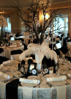 Glamorous party table settings for new year's eve 03 ~ Popular Living Room Design Gatsby Themed Party, Great Gatsby Party, Gatsby Wedding, Wedding Table, Wedding Ideas, New Years Wedding, New Years Eve Weddings, New Years Eve Party, Masquerade Party Decorations