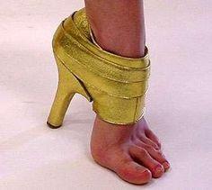 Le créateur avait la flemme de terminer la chaussure