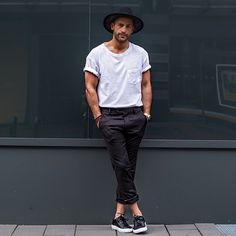 ...just a cool kid Hat: @hm Shirt: @hm Pants: @hm Shoes: @axelarigato ______ #kostawilliams #hmootd #axelarigato