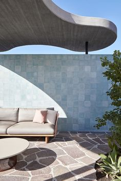 Roscommon House firmata da Neil Cownie a Floreat, Australia Brutalist Buildings, Urban Fabric, Exposed Concrete, Small Pools, Unique Architecture, Australian Homes, Architect Design, Wabi Sabi, Terrazzo