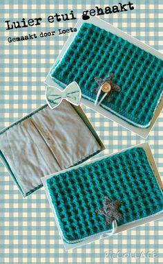 Luier etui zelf gehaakt met de wafelsteek Diy Crochet, Crochet Baby, Picnic Blanket, Outdoor Blanket, Baby Items, Crochet Patterns, Knitting, Bags, Annie