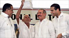 Presidente Medina entrega titulos de propiedad a mas de 2,000 parceleros Gaspar Hernandez