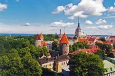 With its picturesque old town surrounded by medieval stone walls and watchtowers, spending a weekend in Tallinn, Estonia is truly delightful. Riga, Estonia Travel, Turu, City Of Angels, Eastern Europe, Walking Tour, Helsinki, Old Town, Barcelona Cathedral