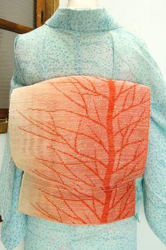 優しくぼかされた朱美しく、樹木のシルエットが浮かび上がる紗の夏帯です。 #kimono