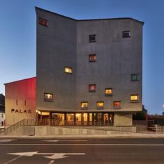 Pálás Cinema has been 14 years in the making, designed by Tom de Paor this contemporary moulded-concrete 'tower house' in Galway's Latin… Architecture Ireland, Dublin House, Modern Skyscrapers, Roller Doors, Glass Structure, Irish Design, Tower House, Commercial Architecture, Home Art
