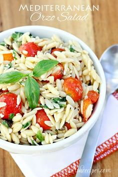 Orzo Salad This light pasta salad is loaded with spinach tomatoes olive peppers and feta cheese with a vinegar and oil dressing Orzo Salad Recipes, Summer Salad Recipes, Summer Salads, Pasta Recipes, Spinach Orzo Salad, Greek Orzo Salad, Greek Pasta, Recipe Pasta, Spinach Recipes