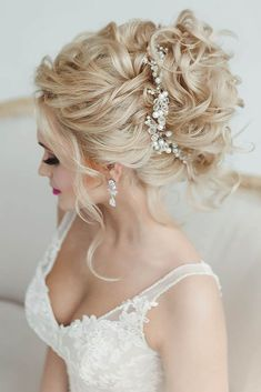 24 Gorgeous Wedding Bun Hairstyles ❤ See more: http://www.weddingforward.com/wedding-bun-hairstyles/ #weddings #hairstyles #updos #WomenHairstyles