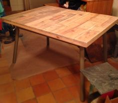 Found an old table i used as a base for a pallet table and reshaped the legs