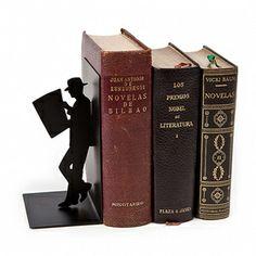 Si disfrutas leyendo, deja que tu sujeta libros también disfrute con la lectura.