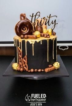 New birthday cake for men red velvet Ideas Cake Decorating Icing, Cake Decorating Designs, Birthday Cake Decorating, Decorating Ideas, Decor Ideas, New Birthday Cake, Birthday Cakes For Men, Chocolate Birthday Cake For Men, Chocolate Birthday Cake Decoration