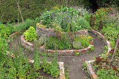 Would combine nicely with a keyhole compost garden.