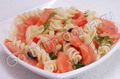Салат с макаронами и лососем по-итальянски