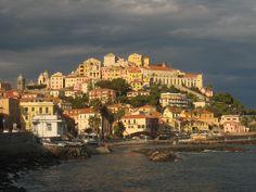 Ich liebe diese Vorstadt von Imperia - Oneglia in der Abendsonne