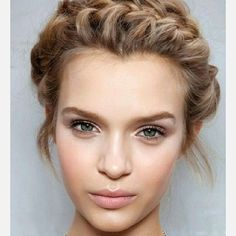 10 HAIRSTYLES THAT'LL HOLD UP THROUGH A FESTIVAL