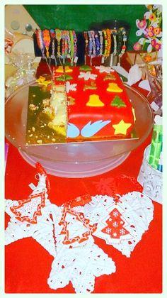 Wat was het gezellig op Kaarsjesavond in het Oude Dorp in Nieuwerkerk aan den IJssel. Heb jij ook van onze lekkere Kersttaart geproefd? Met ananas-botercrème, vanillebiscuit & aardbeienjam. Meer informatie over onze taarten vindt je op http://www.traktatieworkshop.nl/p/traktaart-feestelijke-fondant-taarten-bestellen-157431