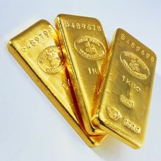 Real gold glazes were used to make weeping gold. Gold Bullion Bars, I Love Gold, Gold Reserve, Crypto Bitcoin, Gold Money, Wedding Cake Decorations, Precious Metals, Black Gold, Metallica