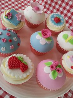 Cath Kidston cupcakes by Janny Dangerous