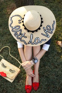 The perfect summer floppy hat Diy Straw, Painted Hats, Diy Hat, Beach Accessories, Basket Bag, Fashion Painting, Summer Hats, Sun Hats, Turban