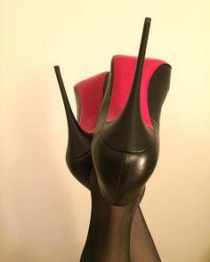 Head over Heels - Louboutin Stilettos Red Sole Heels, Black Stiletto Heels, Nylons Heels, Pumps Heels, Mode Shoes, Giuseppe Zanotti Heels, Beautiful High Heels, Prom Heels, Black High Heels