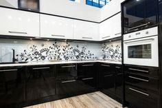 Black white kitchen ideas large kitchen with black island and mix of Modern Kitchen Cabinets, Kitchen Backsplash, Large Cabinets, Kitchen Ideas, Backsplash Design, Black Kitchens, Cool Kitchens, Cream Kitchens, Kitchen Black