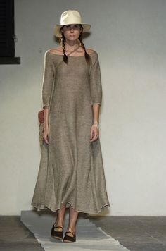 135 photos of Daniela Gregis at Milan Fashion Week Spring 2005.