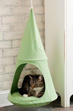 Hanging cat cradle