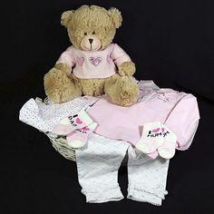 869ef55905ed9c Deze geboortemand met kleertjes van het prachtige babymerk Ducky Beau geef  je graag als geboortecadeau aan