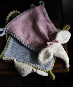 MANY Free knitting patterns http://www.woolandbuttons.co.uk/department/free_knitting_patterns_to_download/