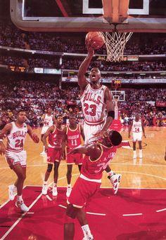 Michael Jordan and Hakeem Olajuwon (Houston Rockets) Jordan 23, Jeffrey Jordan, Jordan Bulls, Air Jordan Vi, Michael Jordan Chicago Bulls, Nba Players, Basketball Players, Bulls Basketball, Mike Friends