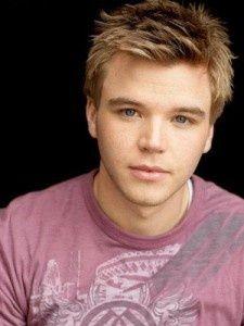 Brett davern       asdfghjkl he's too beautiful