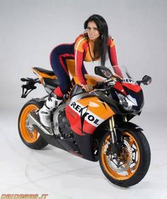 Hot babe with a Honda CBR1000RR motorcycle! - Honda CBR1000RR - ID: 597298