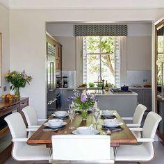 Quem disse que janela de cozinha precisa ser sem graça?
