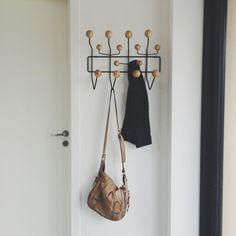 lerkefunkis.com // hallway - eames hang it all