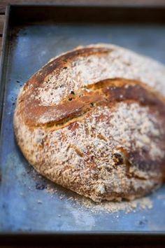 Leilas tips! Det här goda olivbrödet är ett grymt gott tillbehör till maten. Det passar utmärkt till soppa, till grillmacka och som picknickbröd. Det är e...