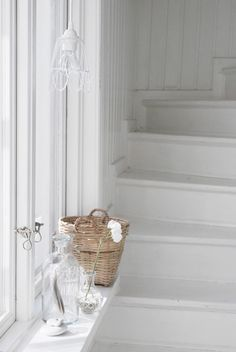 All white staircase Scandinavian Style, Swedish Style, Scandi Style, White Staircase, Painted Stairs, White Cottage, White Rooms, White Houses, White Decor