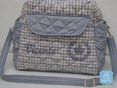Ideal para levar para a maternidade, cabe tudo o que você precisa para os primeiros dias do seu bebê. Logo que puder viajar, essa bolsa será essencial para levar tudo que você precisa para a comodidade do bebê.    Tecidos 100% algodão  Matelassada com camadas de manta acrílica que deixa a bolsa e...