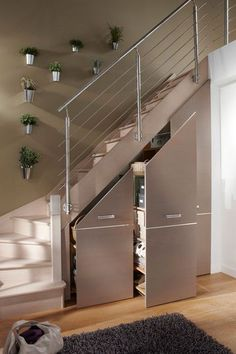 Un placard malin sous l'escalier - Placards et rangements : 15 bonnes idées - CôtéMaison.fr