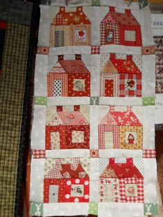 http://supergoof-quilts.blogspot.fr/2012/01 /logeerpartijtje.html ; Clm: use photos or fussy cuts in doors+windows