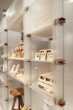 Home Interior Plants Gallery of ROOM Concept Store / Maincourse Architect - 21 Glass Shelves, Display Shelves, Display Cabinets, Built In Furniture, Furniture Design, Wood Store, Retail Store Design, Retail Stores, Retail Interior