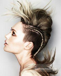 MARK LEESON Lange Blonde weiblich Gerade Farbige Multi-tonalen Geflochtene Zöpfe Rasiert Zargen Frauen Frisuren hairstyles