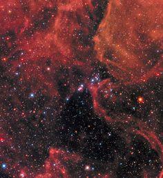 Nei giorni scorsi sull'isola di La Réunion è stato tenuto un meeting per celebrare il 30° anniversario dell'avvistamento della supernova 1987A (SN 1987A), la più luminosa degli ultimi quattro secoli e per questo motivo un evento storico per l'astronomia moderna. Per queste celebrazioni gli scienziati dei telescopi spaziali Hubble e Chandra hanno scelto un'animazione derivata dal modello di un team di astrofisici dell'INAF-Osservatorio Astronomico di Palermo. Leggi i dettagli nell'articolo!