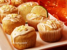 Citrónové muffiny Cap Cake, Czech Recipes, Cheesecake Cupcakes, Cooker, Sweets, Breakfast, Ideas, Basket, Lemon