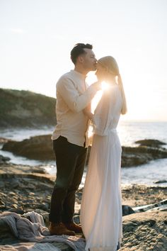 We used natural tones of whites, creams and browns with hints of coral throughout the design. Captured by White Cat Studio and Styled by Petal&Twine. Wedding Designs, Wedding Styles, Irish Beach, Irish Design, Beach Elopement, Romantic Beach, Irish Wedding, Vintage Bridal, Boho Fashion