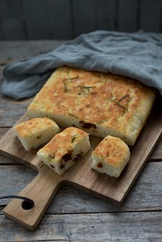 Glutenfri foccacia - Kvardagsmat Yummy Snacks, Yummy Food, Gluten Free Recipes, Healthy Recipes, Sin Gluten, Crackers, Allergies, Fries, Good Food
