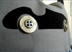 Voiture avec roues en boutons