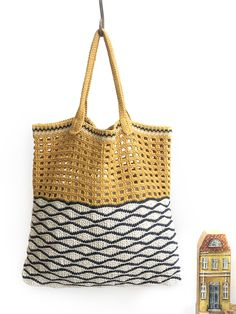 Ravelry: Soho Bag pattern by Anya Goldblatt Crochet Beach Bags, Crochet Tote, Crochet Hooks, Free Crochet, Knit Crochet, Knitting Patterns, Eco Friendly Bags, Purl Soho, Bags
