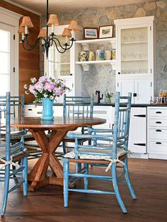 Kitchen: Nice rustic/cottage inspired space